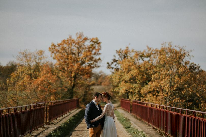 Un mariage en automne en Bourgogne au Domaine du Bouloy - A découvrir sur le blog mariage www.lamarieeauxpiedsnus.com - Photos : Benjamin Le Du
