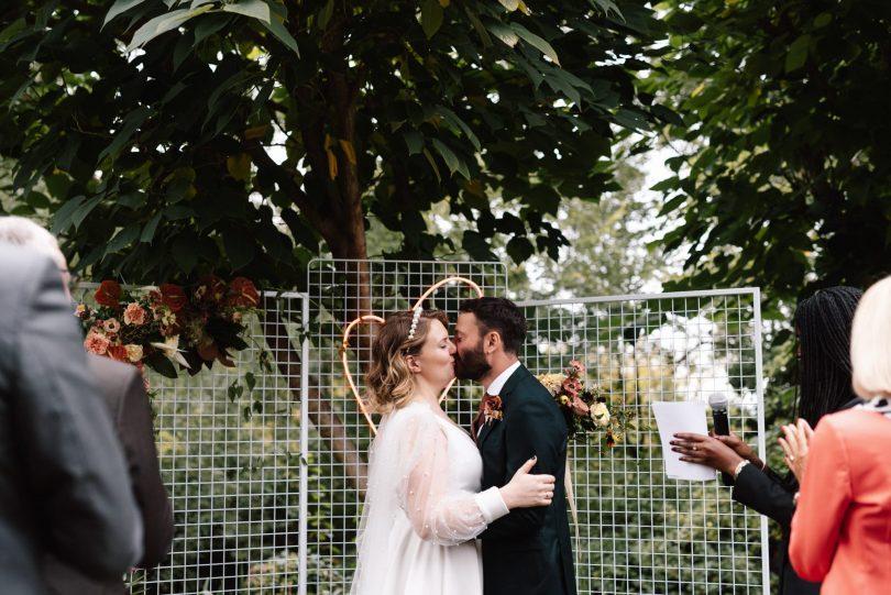 Découvrez les images d'un mariage d'automne au Domaine de Blanche Fleur près d'Avignon photographié par Chloé Lapeyssonnie sur le blog mariage La mariée aux pieds nus.