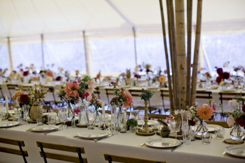 Le mariage bohème et coloré dans la forêt de la créatrice Elise Hameau - A découvrir sur le blog mariage www.lamarieeauxpiedsnus.com - Photos : Céline Marks