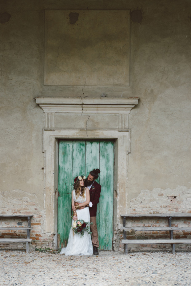 Un mariage bohème en pourpre et vert - Shooting d'inspiration à découvrir sur le blog mariage www.lamarieeauxpiedsnus.com - Photos : Margherita Carlati