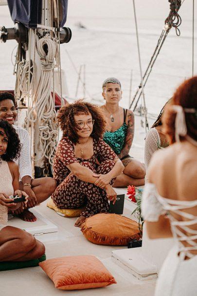Un mariage en petit comité sur un catamaran en Guadeloupe - Photos : Camille Brignol - Blog mariage : La mariée aux pieds nus