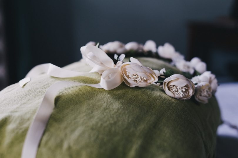 Un mariage champêtre en Camargue - Photo : Laurent Brouzet - La mariée aux pieds nus