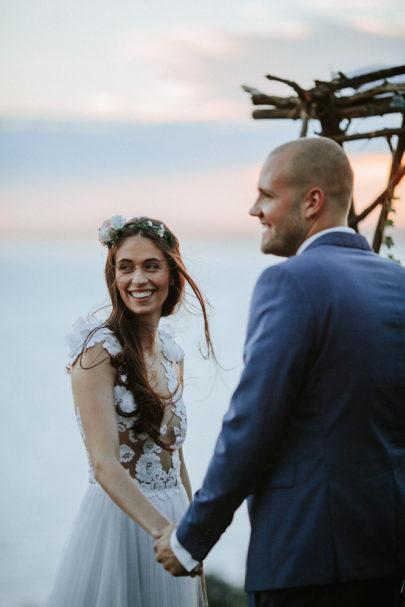 Un mariage champêtre et une cérémonie laique au bord d'un lac - A découvrir sur le blog mariage www.lamarieeauxpiedsnus.com - Photos : Pinewood Weddings