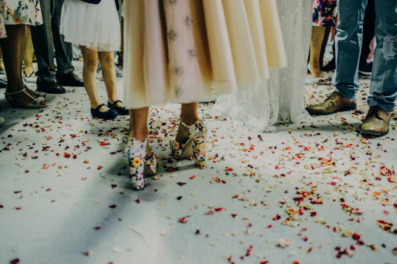 Un mariage champêtre en corail et bleu en Ardèche - A découvrir sur le blog mariage www.lamarieeauxpiedsnus.com - Photos : Alison Bounce