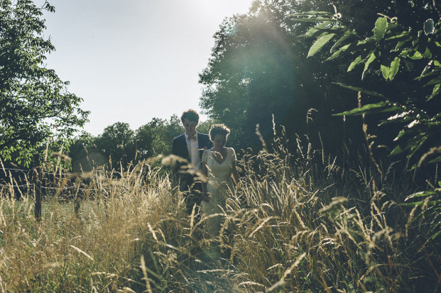 Un mariage champêtre en Dordogne - Photo : Sylvain Le Lepvrier - La mariée aux pieds nus