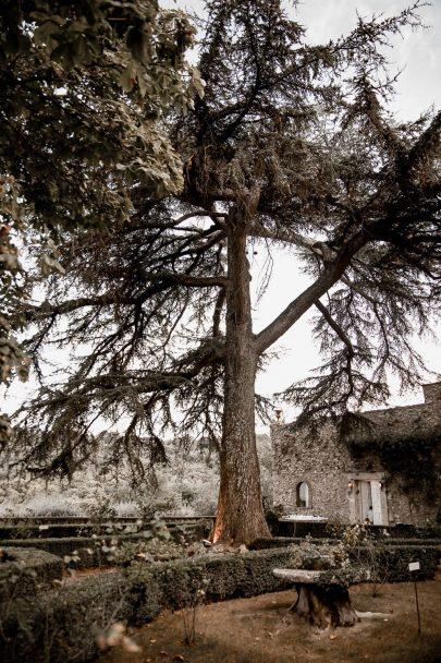 Un mariage au Chateau Bas d'Aumelas près de Montpellier dans l'Hérault - Photos : Rock n' Brides - Blog mariage : La mariée aux pieds nus