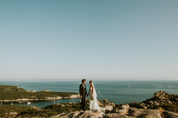 12 conseils de jeunes mariés pour vous aider à organiser et mieux vivre votre mariage - A découvrir sur le blog mariage www.lamarieeauxpiedsnus.com
