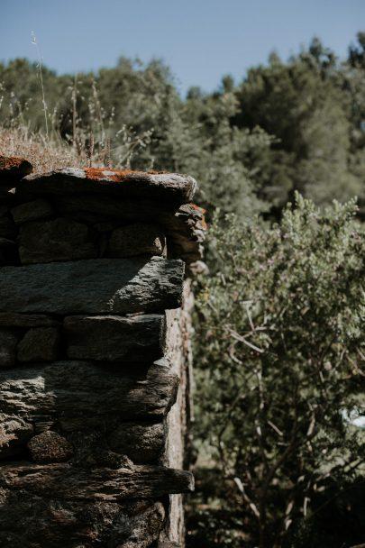 Un mariage naturel et végétal en Corse - Soul Pics Photographe - La mariée aux pieds nus