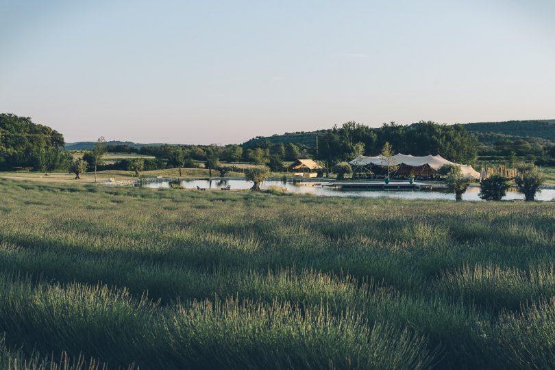 Un mariage champêtre aux Domaines de Patras - Photos : Sylvan le Lepvrier - Blog mariage : La mariée aux pieds nus