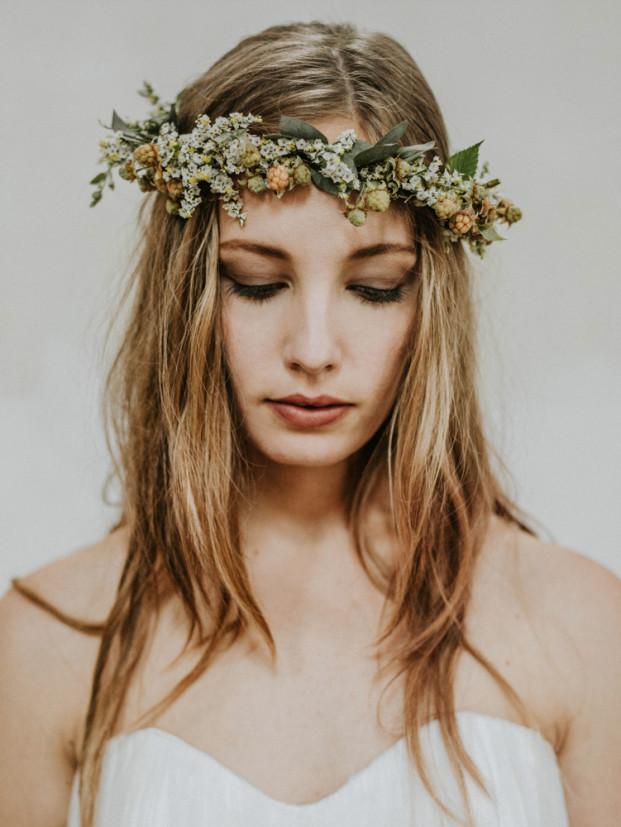 Un elopement en vert et blanc - A découvrir sur le blog mariage www.lamarieeauxpiuedsnus.com - Photos : Pinewood Weddings