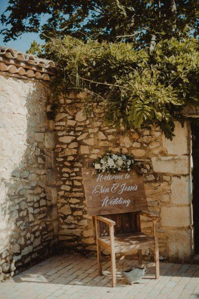 Un mariage au Hameau des Baux en provence - Photos : Reego - Blog mariage : La mariée aux pieds nus