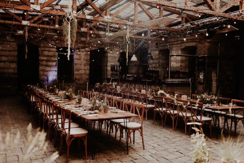 Un mariage industriel et boho dans un entrepôt - Photos : Pinewood Weddings - Blog mariage : La mariée aux pieds nus