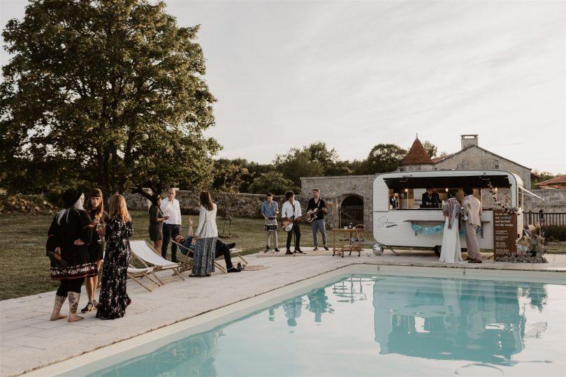 Un mariage inspiration années 70 au Domaine de Vieux Mareuil - Photos : Carla Sègues - Blog mariage : La mariée aux pieds nus