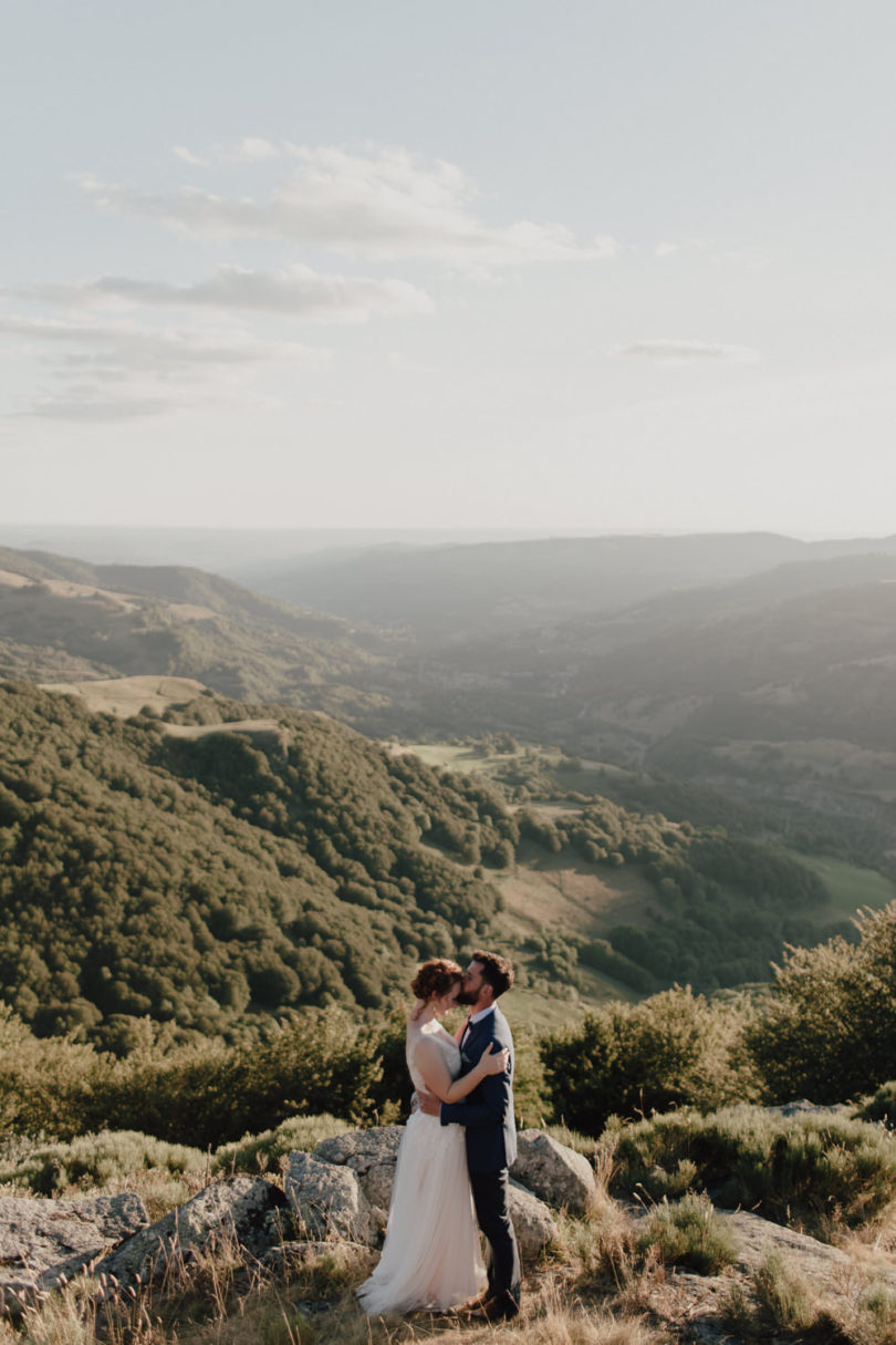 Un mariage intime en Auvergne - A découvrir sur le blog mariage www.lamarieeauxpiedsnus.com - Photos : You Made My Day - Baptiste Hauville