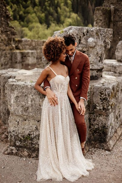 Un mariage en jaune à l'Abbaye d'Aulps en Haute-Savoie - Photos : Dall'K Photography - Blog mariage : La mariée aux pieds nus