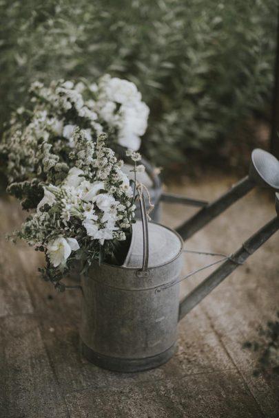 Un mariage simple esprit Kinfolk dans le Luberon - Photos : Lorenzo Accardi Weddings - Blog mariage : La mariée aux pieds nus