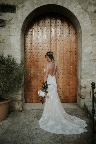 Un mariage dans le Lubéron à l'abbaye Saint Eusèbe - La mariée aux pieds nus