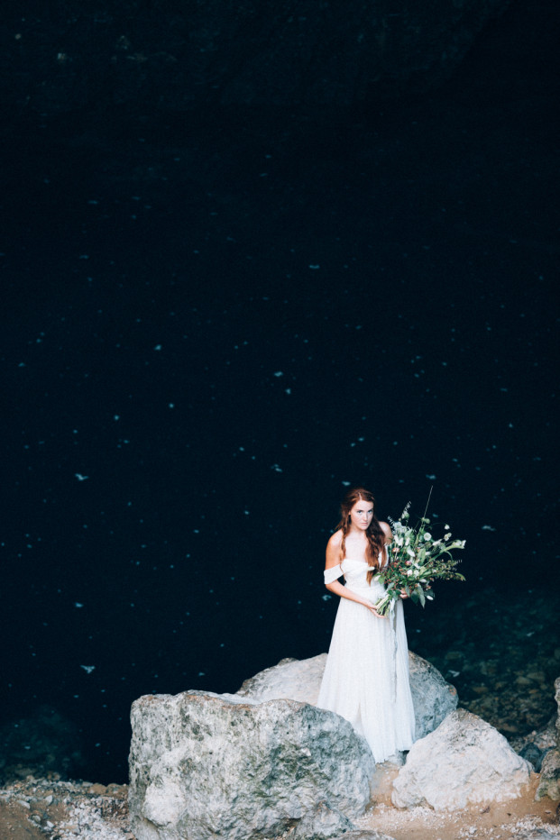 Un mariage minéral - Un shooting d'inspiration à découvrir sur le blog mariage www.lamarieeauxpiedsnus.com - Photos : Ingrid Lepan