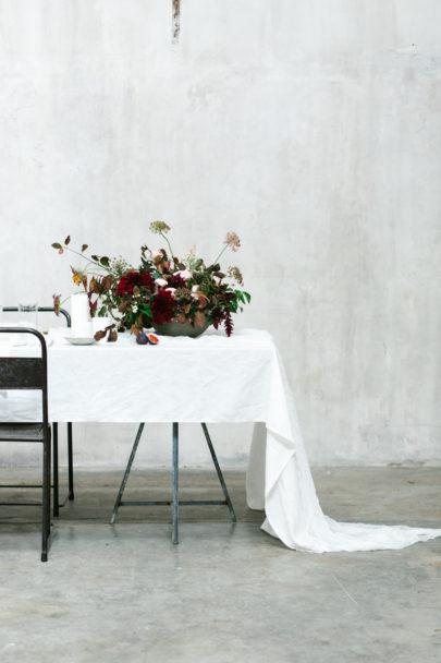 Un mariage minimaliste en blanc - Shooting d'inspiration - A découvrir sur le blog mariage www.lamarieeauxpiedsnus.com - Photos : Malvina Photography - Stylisme : Atelier Blanc