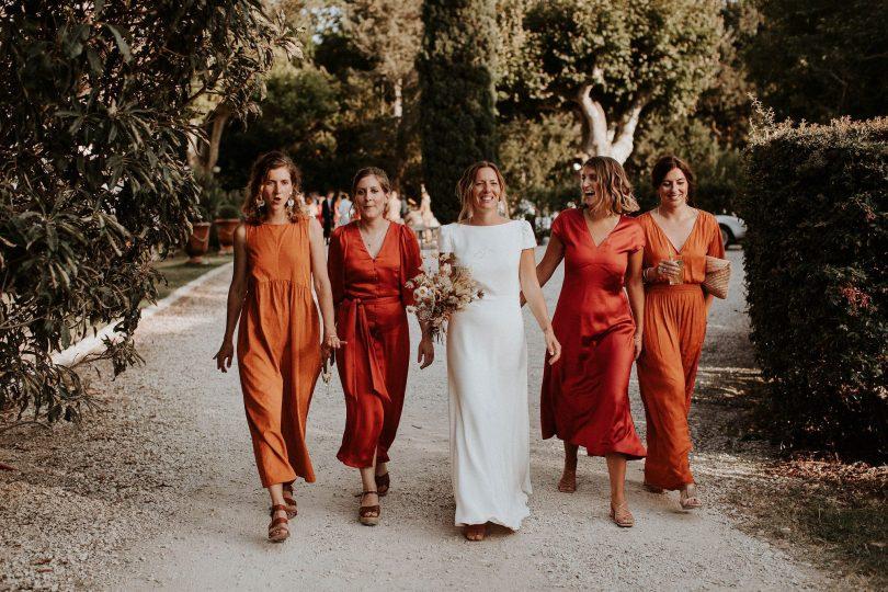 Un mariage moderne et authentique en Provence - Photos : Pinewood Weddings - Wedding planner : Atelier Blanc - Blog mariage : La mariée aux pieds nus
