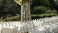 Un mariage moderne au Domaine de Blacons Photos : Lifestories Wedding - Organisation et DA : Atelier Blanc - Blog mariage : La mariée aux pieds nus