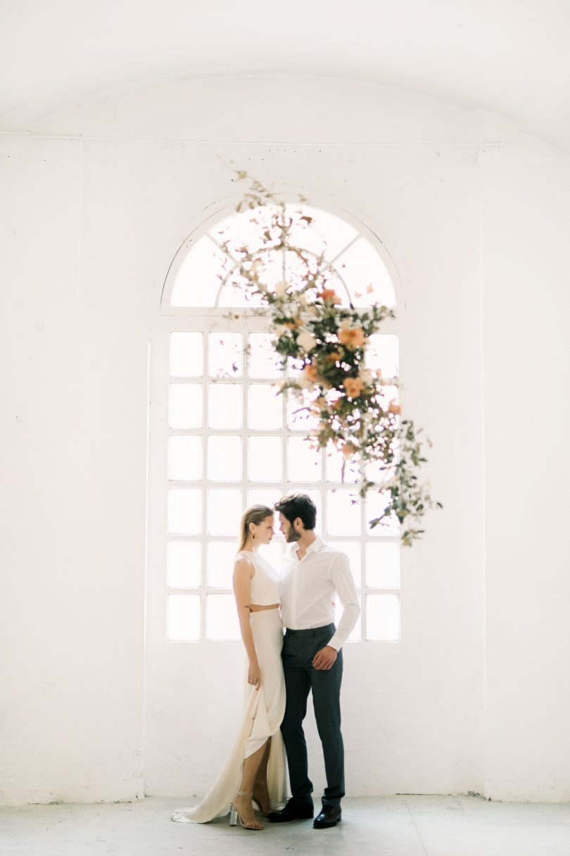 Un mariage moderne et minimaliste - Photos : Ocho Milimeters - Blog mariage : La mariée aux pieds nus