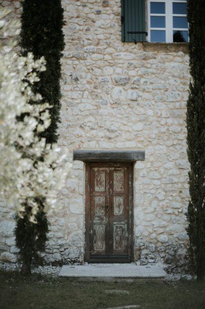 Un mariage moderne et contemporain à la Villa La Cavalerie - Photos : Soulpics - Blog mariage : La mariée aux pieds nus