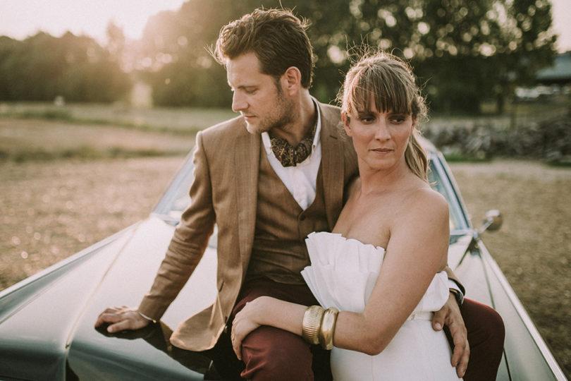 Un mariage dans un hangar agricole en Normandie - A découvrir sur le blog mariage www.lamarieeauxpiedsnus.com - Photos : David Latour