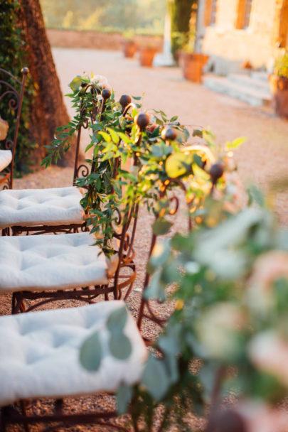 Un mariage pastel au Château Margui dans le Var - A découvrir sur www.lamarieeauxpiedsnus.com - Photos : Alex Tome Photography