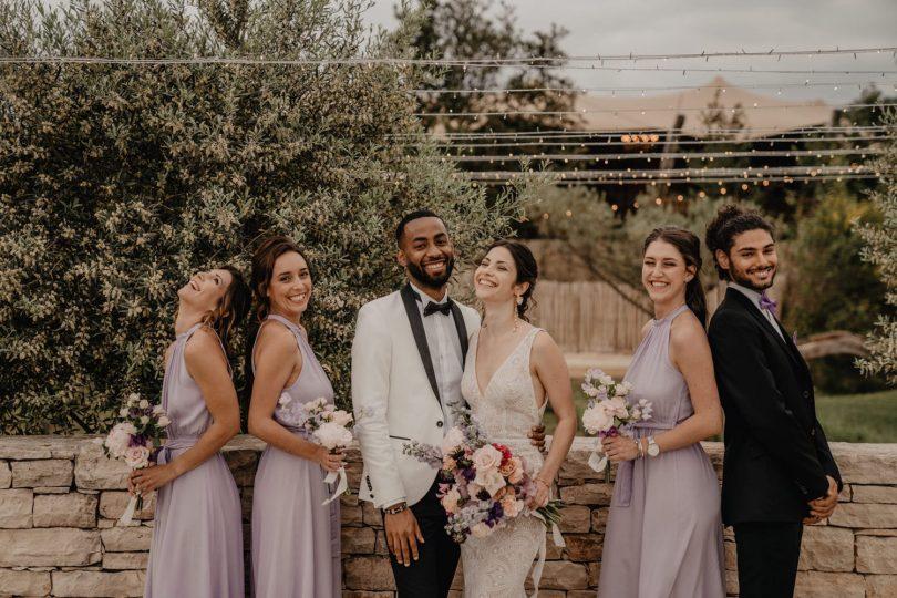 Un mariage violet en petit comité au Domaine de Brès - Photos : Brune Photographie - Blog mariage : La mariée aux pieds nus