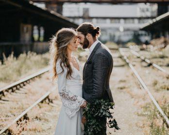 Cérémonie dans une gare désaffectée à Prague - La mariée aux pieds nus
