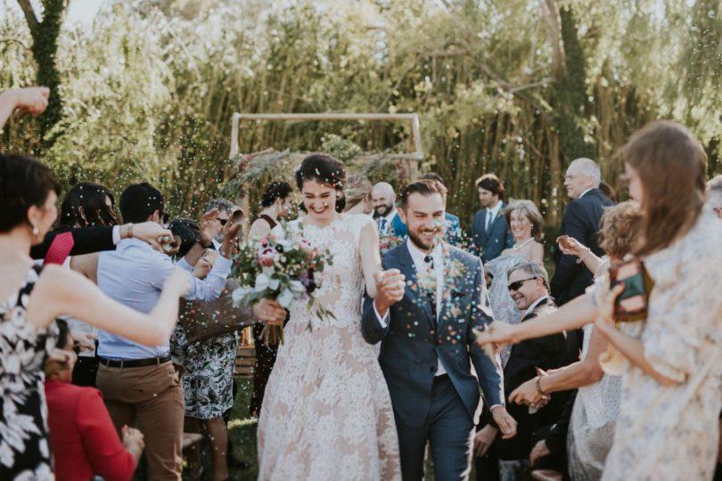 Un mariage en rose et bordeaux au mas des Thyms en Provence - A découvrir sur le blog La mariée aux pieds nus - Photos : Laurent Brouzet