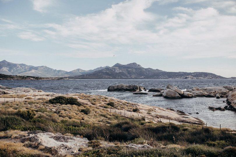 Un mariage au Rocher de Punta di Spano en Corse - Photos : Arthur Joncour - Blog mariage : La mariée aux pieds nus
