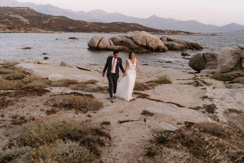 Un mariage au Rocher à Punta di Spano en Corse - Photos : Lorenzo Accardi - Blog mariage : La mariée aux pieds nus