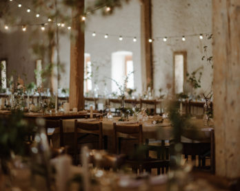 10 questions essentielles à poser avant de réserver le lieu de réceptiond e votre mariage - A découvrir sur le blog mariage www.lamarieeauxpiedsnus.com