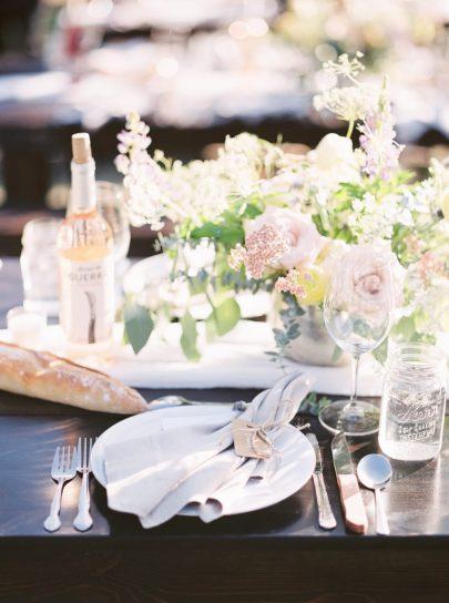 Un mariage simple en bleu dans le Montana - Photos : Stella K Photography - Blog mariage : La mariée aux pieds nus