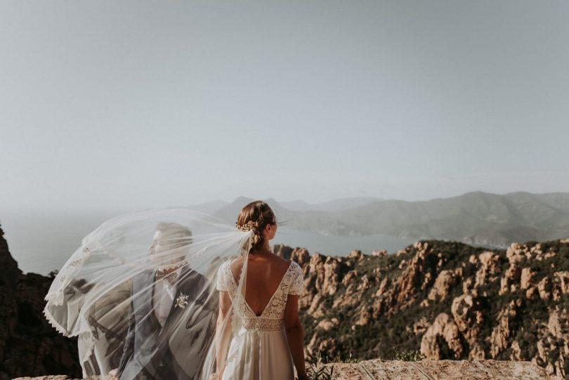 Un mariage simple et convivial sur une plage en Corse - Photos : Phan Tien - Blog mariage : La mariée aux pieds nus