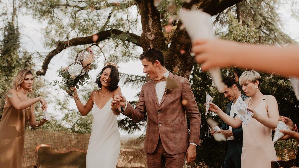 Un mariage simple et rustique dans le Lot - Photos : Alchemia Wedding - Blog mariage : La mariée aux pieds nus