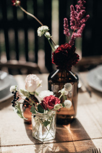 Un mariage simple et rustique en Hongrie - A découvrir sur le blog mariage www.lamarieeauxpiedsnus.com - Photos : Pinewood Weddings