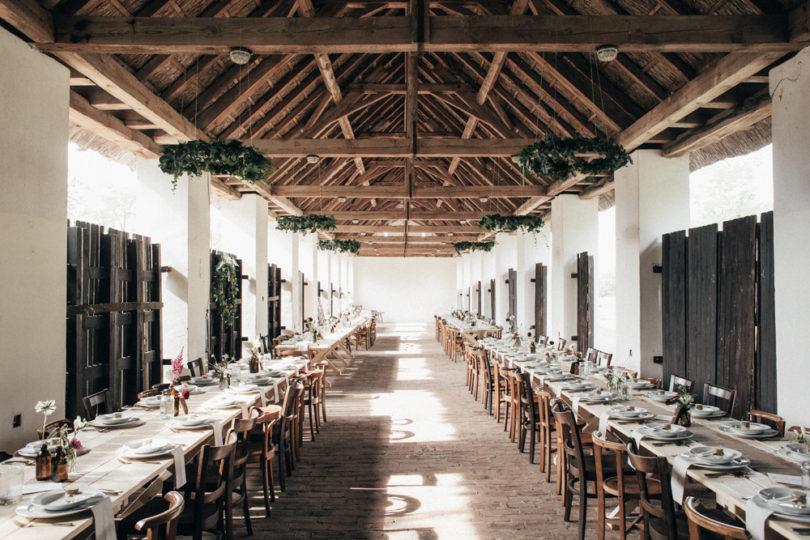 Un mariage simple et rustique dans une grange