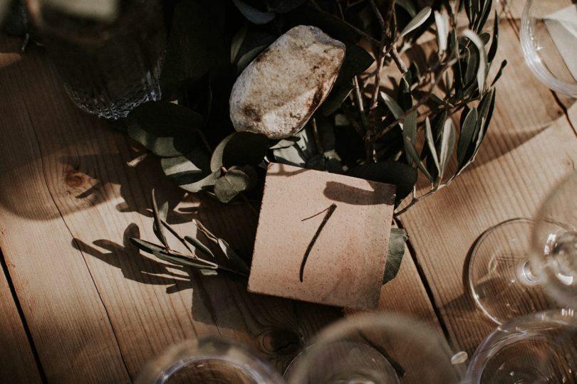 Un mariage simple et végétal au Domaine Sainte Colombe - Photos : Pinewood Weddings - Stylisme : Atelier Blanc - Blog mariage : La mariée aux pieds nus