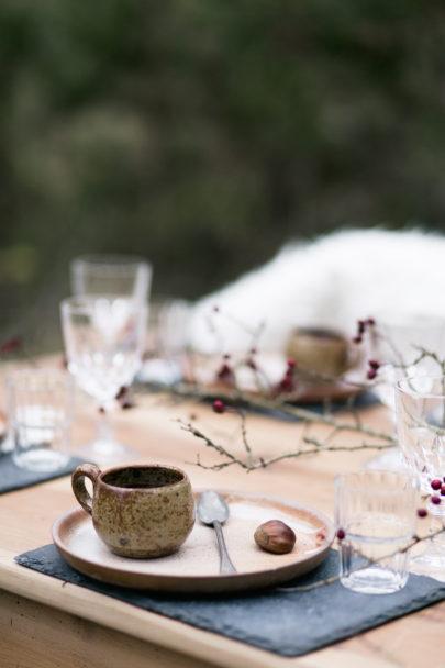Marion Cougoureux - Un mariage pourpre et nature dans les sous bois - La mariee aux pieds nus