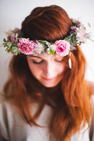 Marion Heurteboust Photography - DiY Couronne de fleurs - Bippity Mag - La mariee aux pieds nus