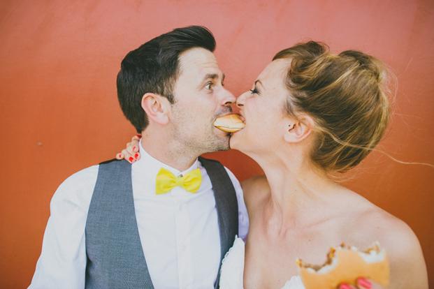 ©Ricardo Vieira - Un mariage petit budget en jaune -  La mariee aux pieds nus