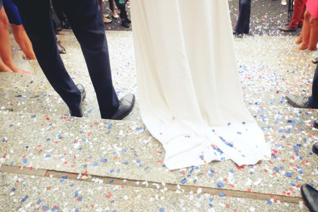 Julien Pelletier pour monsieurplusmadame - Un mariage en bleu blanc rouge - La mariee aux pieds nus