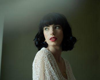 Mulot Bijoux - Accessoires de mariée - Collection 2021 - Photos : Möna Photographie - Blog mariage : La mariée aux pieds nus