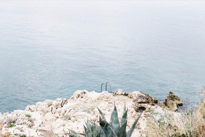 Comment organiser un mariage en petit comité à l'étranger - conseils et astuces à découvrir sur www.lamarieeauxpiedsnus.com - Photos : Lifestories Wedding