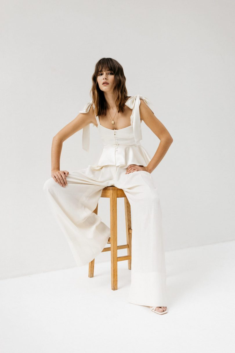 Se marier en costume ou pantalon de mariée - Blog mariage : La mariée aux pieds nus