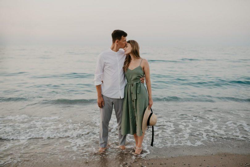 Une séance engagement sur la plage - Photos : Paulina Weddings - Blog mariage : La mariée aux pieds nus
