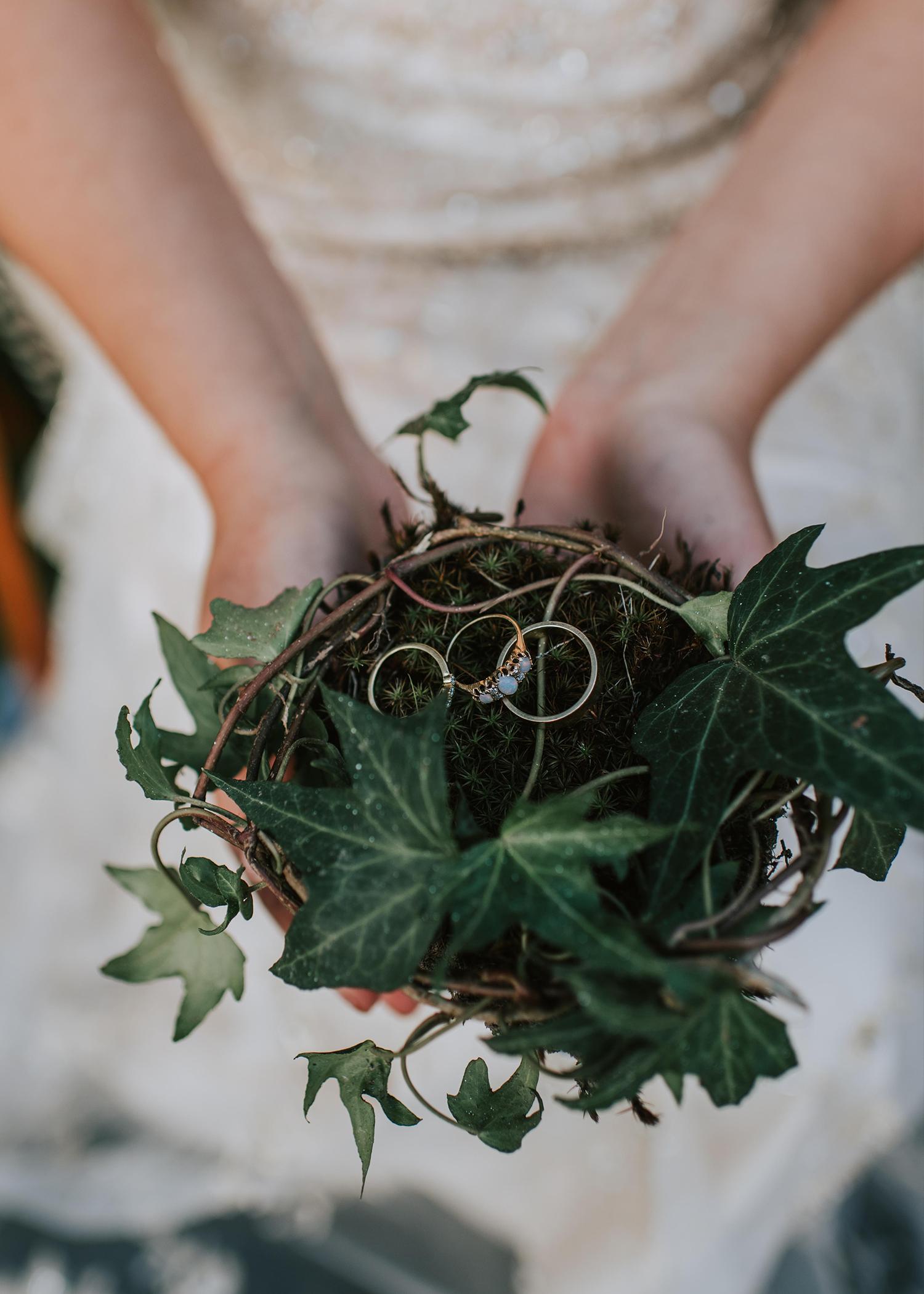 Petite Visuals Photography- photographe mariage - la mariée aux pieds nus